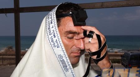 קאלה מתפלל בחיפה השבוע (עמית מצפה)